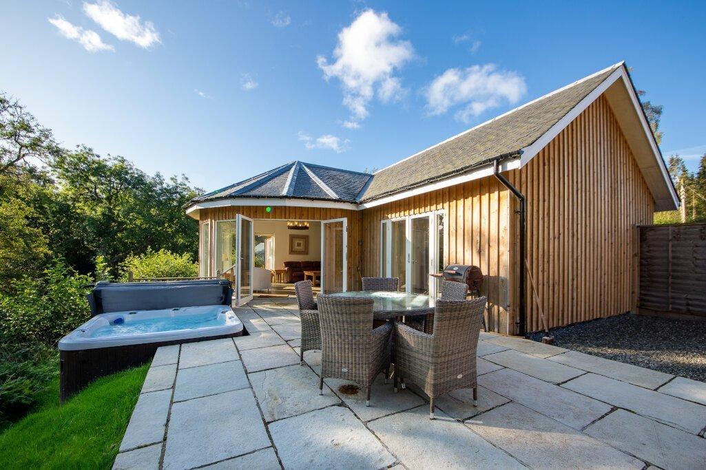 Glen Lochay Lodge Patio and Hot Tub