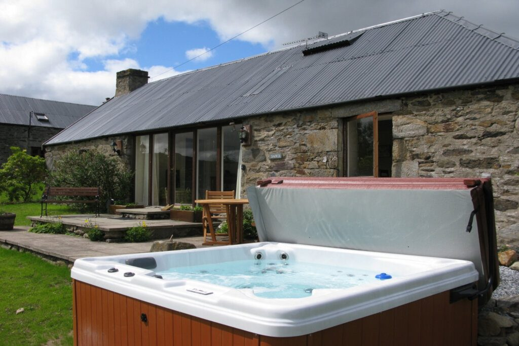 lodge with hot at loch tay in scotland
